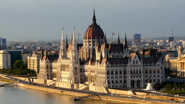 skyline of budapest ,hungarian parliament building - budapest stock-videos und b-roll-filmmaterial