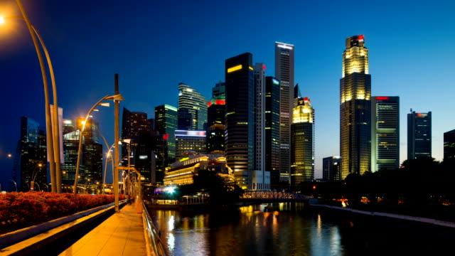 Skyline del distretto centrale degli affari nel crepuscolo
