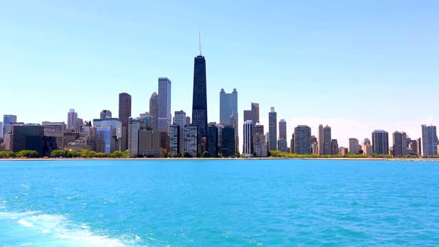 skyline di chicago - lago michigan video stock e b–roll