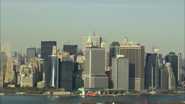 aerial ws skyline of financial district lower manhattan / new york city, new york, usa - anno 2008 video stock e b–roll