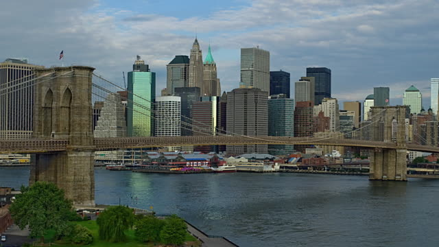 T/L WS Skyline of lower Manhattan with Brooklyn Bridge in foreground, New York City, New York, USA