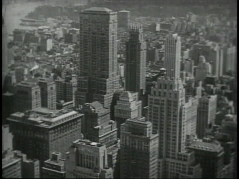 1946 montage skyline of new york city / new york, united states - 1946年点の映像素材/bロール