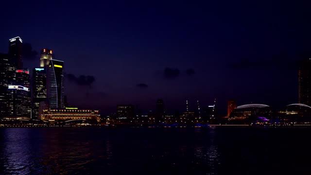 Skyline von Singapur Central Business District in der Dämmerung Stunde
