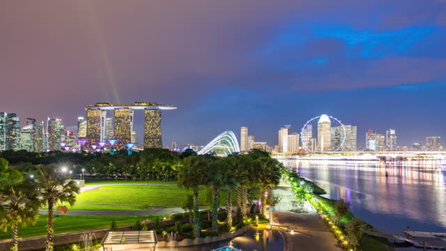 skyline of singapore with colorful traffic, day to night time lapse video - singapore river stock videos & royalty-free footage