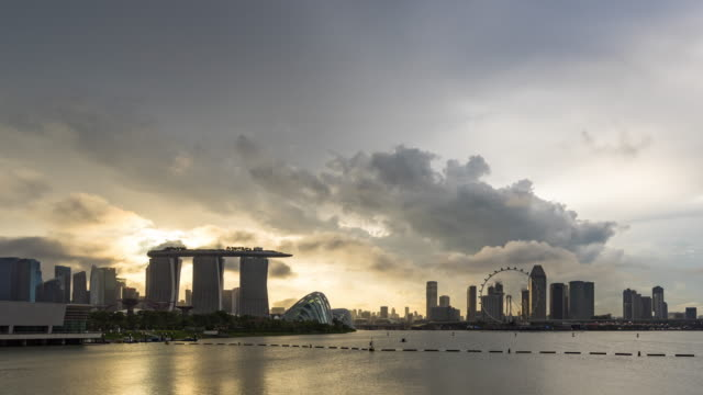skyline of singapore with dramatic sky, time lapse video - singapore river stock videos & royalty-free footage