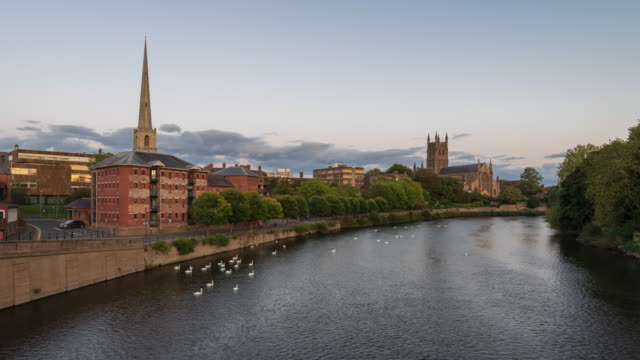 skyline of worcester city and worcester cathedral with river severn, day to night ,4k time-lapse - west midlands stock videos & royalty-free footage