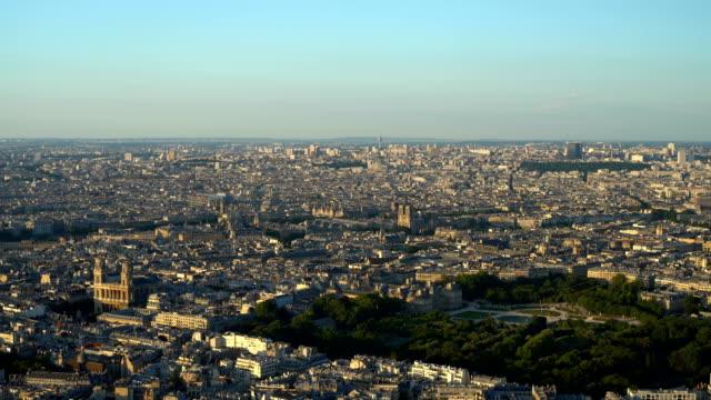 vídeos de stock e filmes b-roll de skyline paris with notre dame - distrito