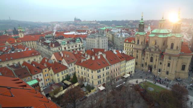 スカイライン プラハ、時間の経過 - プラハ旧市庁舎点の映像素材/bロール