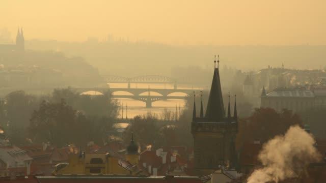 skyline von prag - tschechische kultur stock-videos und b-roll-filmmaterial