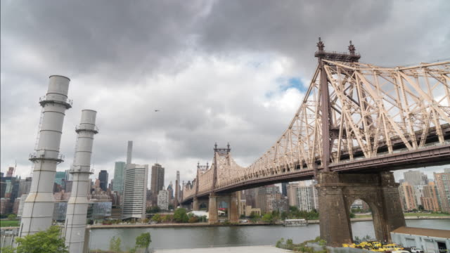 ny skyline queensboro bridge over east river - queensboro bridge stock videos & royalty-free footage