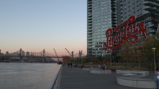 nyc skyline - queensboro (59th street) bridge / pepsi-cola sign - scott mcpartland stock videos & royalty-free footage