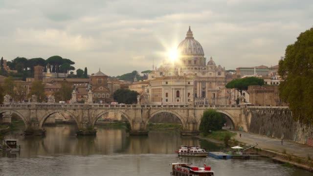 スカイライン太陽とローマ - テベレ川点の映像素材/bロール