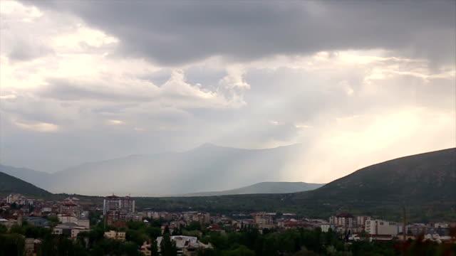 vídeos de stock, filmes e b-roll de horizonte urbano - república da macedônia