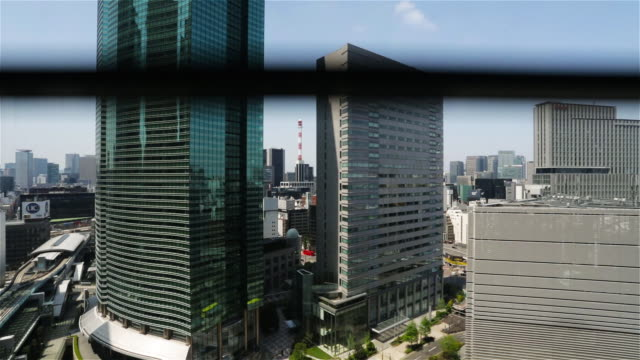 vidéos et rushes de ts, cs skyline view of tokyo's shiodome and shinbashi districts with chiyoda in the background / tokyo, japan - ascenseur