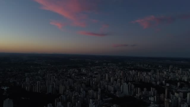 skyline with a sunset in goiânia, goiás - horizon over land stock videos & royalty-free footage