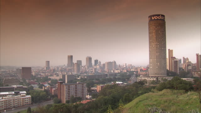 stockvideo's en b-roll-footage met ws zi skyline with ponte city building and tobacco grad / johannesburg, gauteng, south africa - johannesburg