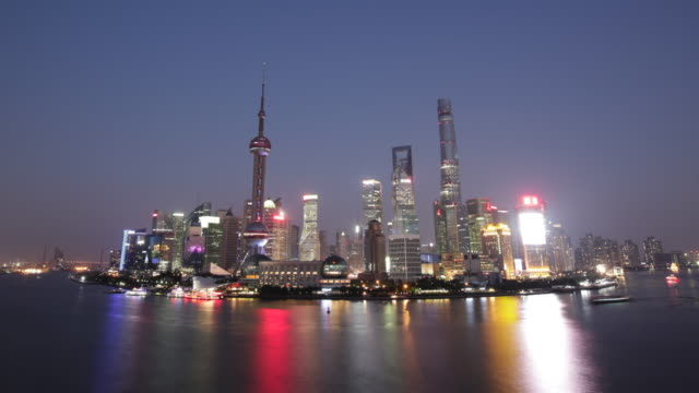 WS TL skyline with Shanghai Tower (2nd tallest building in the world), China