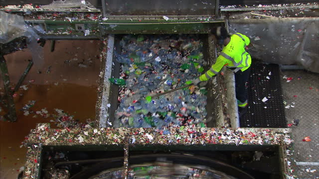 stockvideo's en b-roll-footage met sky's newly launched ocean rescue campaign has sought to highlight the worrying scale of plastic pollution. but one place ahead of the curve on this... - red sea