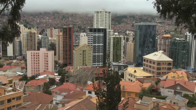 skyscraper in downtown la paz bolivia - la paz region la paz stock-videos und b-roll-filmmaterial