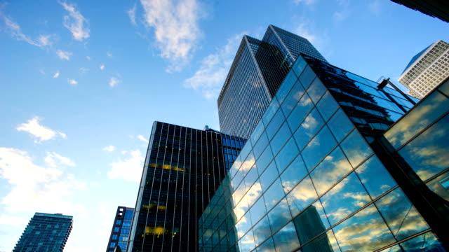 ビジネスには、オフィスビルの高層ビルロンドン、イギリス-時間の経過 - 模様点の映像素材/bロール