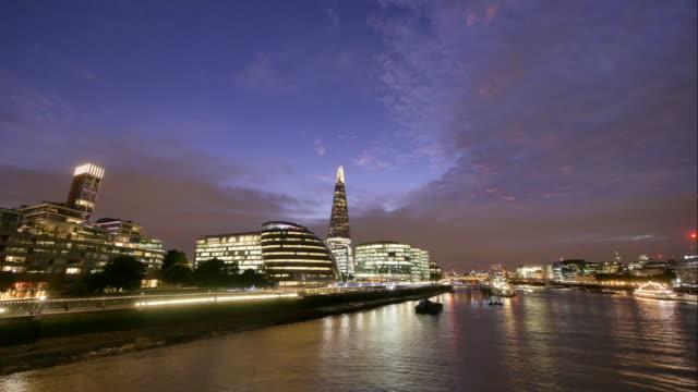 4K skyskrapa kontorsaffären byggnad i London, England - time-lapse