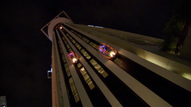 ms pov skyscraper with moving exterior elevators  / singapore - fahrstuhl stock-videos und b-roll-filmmaterial