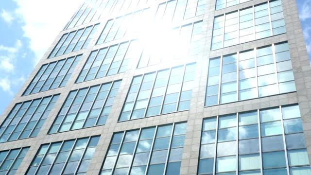 Grattacielo con sole-time lapse