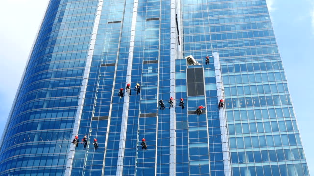 skyscraper with window cleaners - window washer stock videos & royalty-free footage