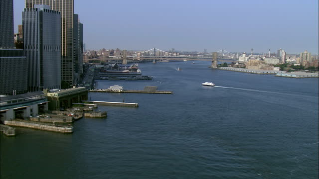 vidéos et rushes de skyscrapers edge the piers at new york harbor. available in hd. - port de new york