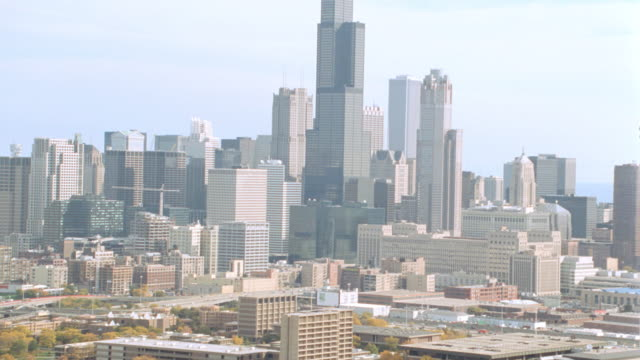 skyscrapers in downtown chicago overlook apartments in the projects. - willis tower stock videos & royalty-free footage
