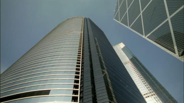 pov, la, skyscrapers in downtown hong kong, china - bank of china tornet hongkong bildbanksvideor och videomaterial från bakom kulisserna