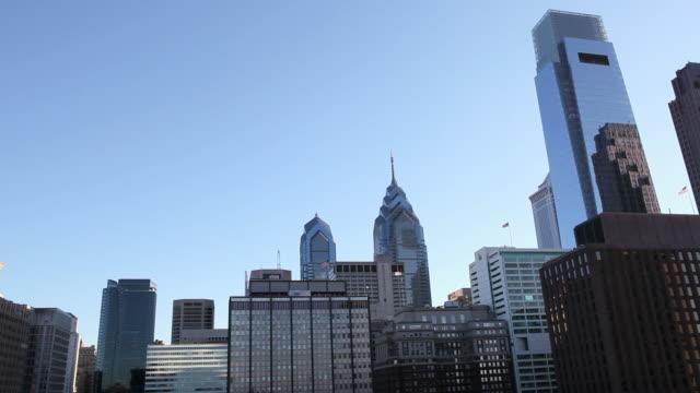 vídeos y material grabado en eventos de stock de la skyscrapers in downtown philadelphia / pennsylvania, united states - formato buzón
