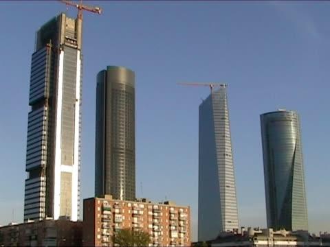 stockvideo's en b-roll-footage met skyscrapers in madrid - hoog contrast
