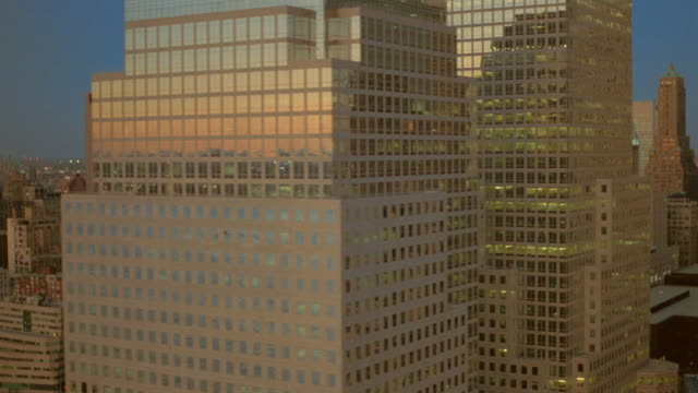 vidéos et rushes de aerial skyscrapers in new york city at sunset - world trade center manhattan