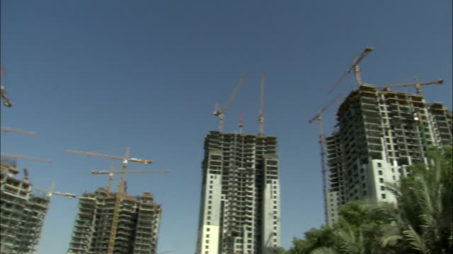 ms, la, pan, skyscrapers under construction, dubai, united arab emirates - fan palm tree stock videos & royalty-free footage