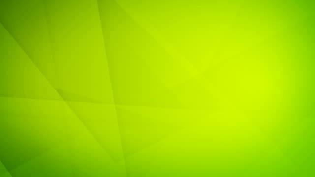 vídeos de stock, filmes e b-roll de formas geométricas verdes abstratas inclinadas, angulares e afiadas curvas, retângulos, triângulos, quadrados que gerar malhas se e que flutuam em torno do vídeo de fundo sem emenda capaz do laço 4k - articulação facetária