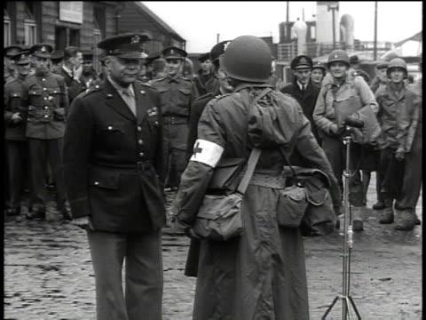 vidéos et rushes de slate / general and captain of nurses / speech - world war 1