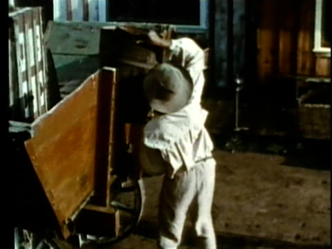 stockvideo's en b-roll-footage met 1963 reenactment ms pan slaves taking barrels off wagon / 1830s republic of texas / audio  - manifest destiny