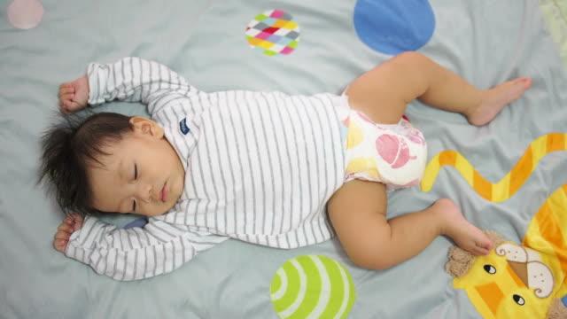 sleeping baby - dorsale video stock e b–roll