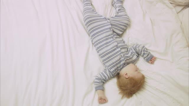 a sleeping child sweden. - ein männliches baby allein stock-videos und b-roll-filmmaterial