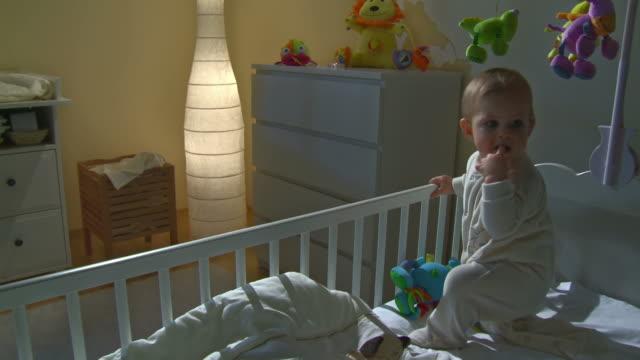 GROU DE HD: Em claro bebé a chorar na sua cama