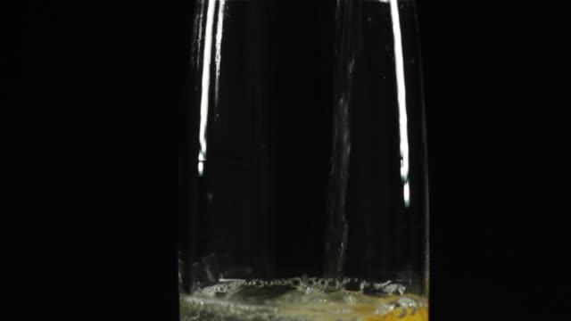 slice of lemon in glass of water - fizzy lemonade stock videos & royalty-free footage