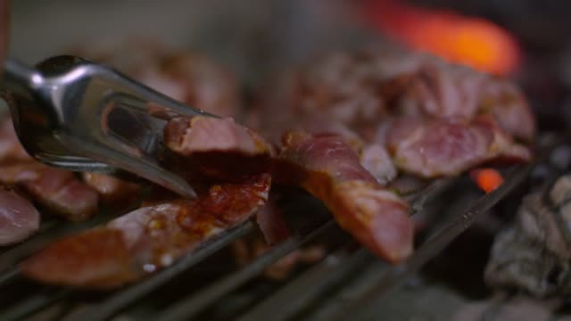 stockvideo's en b-roll-footage met sliced sausages on a grill in macedo de cavaleiros, portugal - portugese cultuur