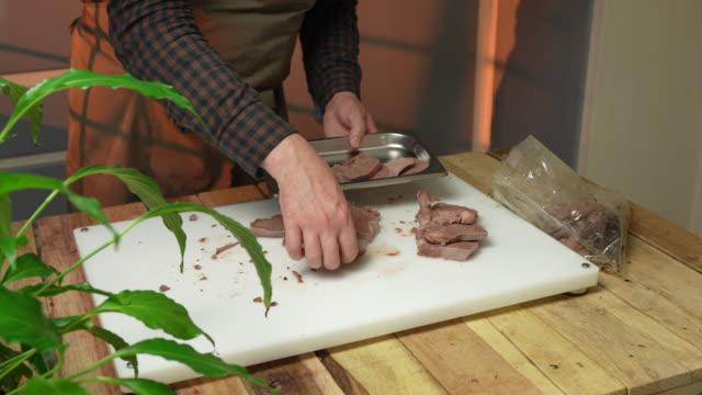 sliced veal tongue - kalbfleisch stock-videos und b-roll-filmmaterial