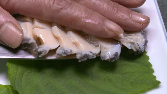 vídeos de stock e filmes b-roll de slices of raw abalone on the plate (korean food) - sashimi