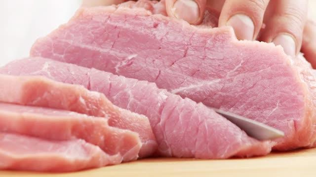 slicing a leg of veal - kalbfleisch stock-videos und b-roll-filmmaterial