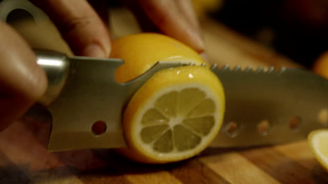 Skivning en citron
