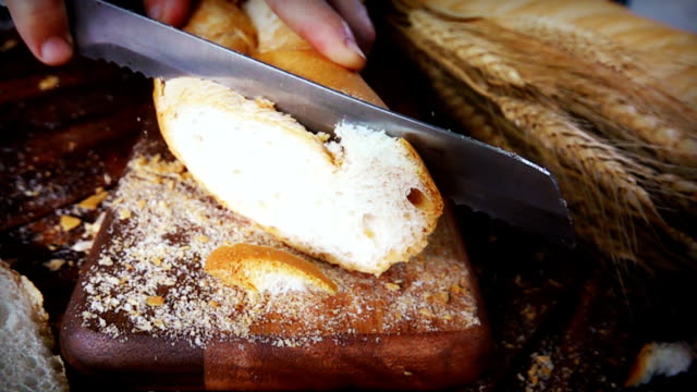 SLOW MOTION HD: Slicing Bread