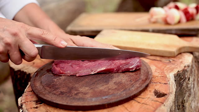 Slicing cut of beef