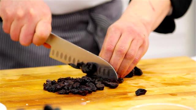 stockvideo's en b-roll-footage met slicing prune - pruim